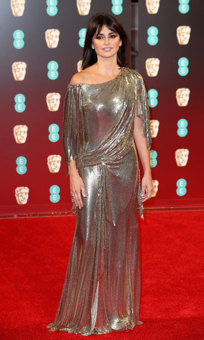 <p>The <em>Murder on the Orient Express</em> star wowed at the 2017 EE British Film Academy Awards in a glitzy off-the-shoulder number by the Italian fashion house.</p>
