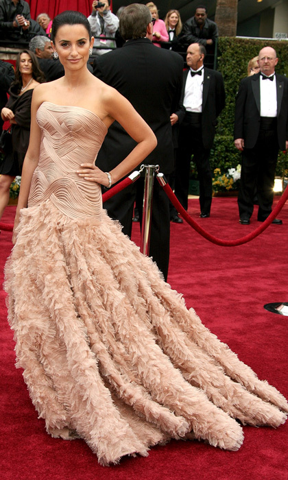 <p>In one of her more glamourous moments, Penelope let her blush-toned ruffled gown follow her lead during the 79th annual Academy Awards in 2007.</p>