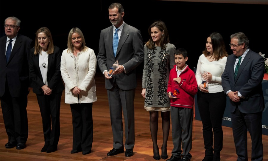 Five months after the horrific terrorist attacks in Barcelona, Spanish royalty Queen Letizia and King Felipe VI stepped out to honor victims of the heartbreaking incident for their bravery. 