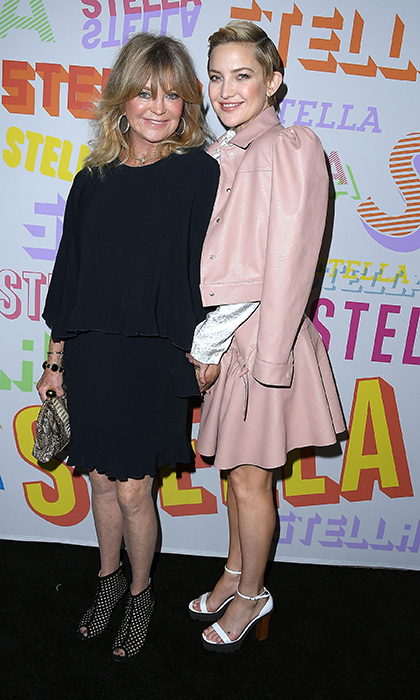 Kate Hudson and her mom Goldie Hawn wowed the crowd while supporting Stella McCartney's Autumn 2018 collection launch! The two carried bags from the designers latest collection.