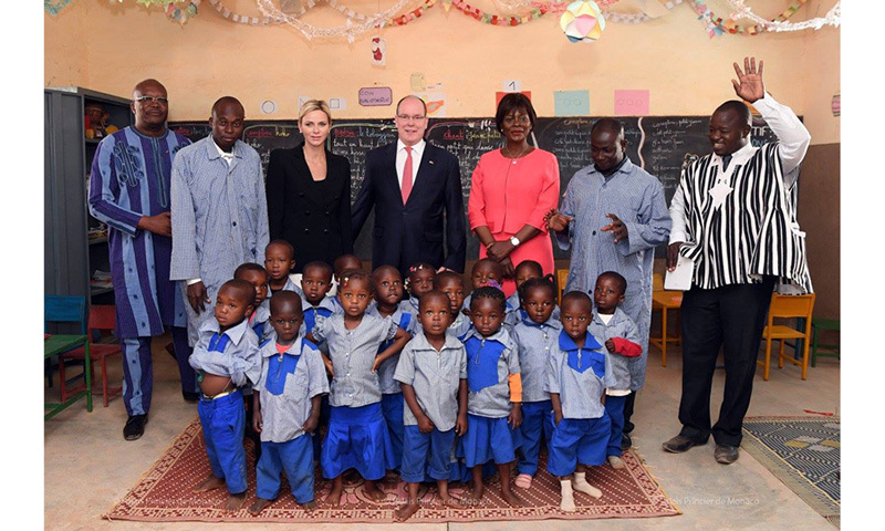 Following their welcome, the royal couple visited the Center of Awakening and Preschool Education of Saaba with the presidential couple. Albert, 59, and his wife made a personal donation of $5,000 to the Saaba Center. 