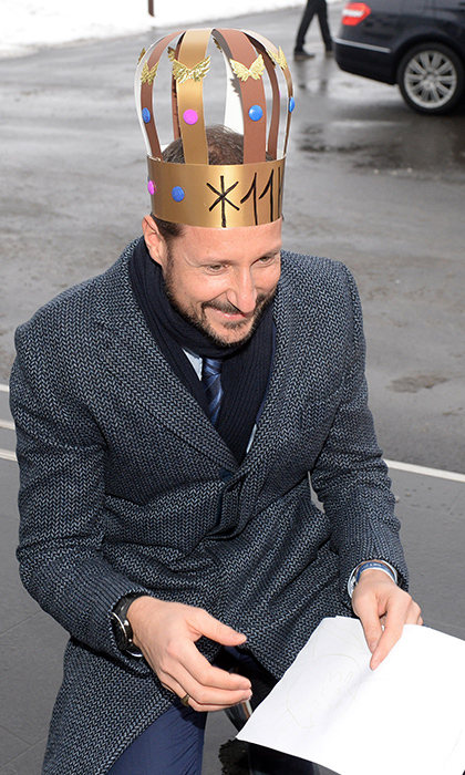 Crown Prince Haakon donned an adorable handmade crown while visiting Borregaard on Jan. 18! The prince will be meeting with the Duke and Duchess of Cambridge during their upcoming royal tour.