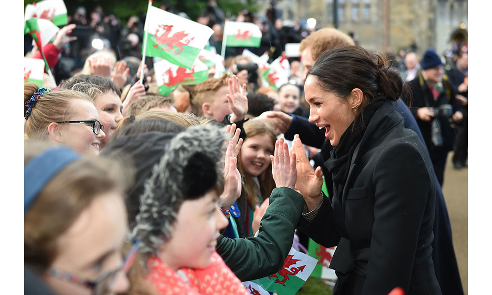<p>During the walkabout outside Cardiff castle on Thursday, Meghan enthusiastically high-fived members of the public, who were delighted to catch a glimpse of the royal-bride-to-be. </p>