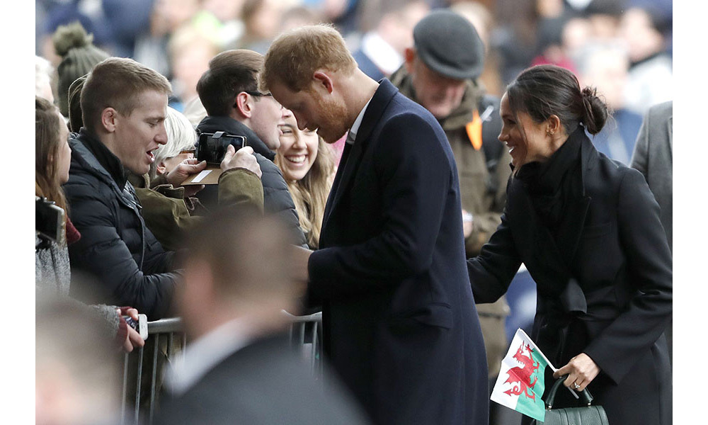 <p>Meghan Markle was given a Welsh flag as she greeted crowd members in Cardiff on Thursday. The royal bride-to-be looked at ease as she spoke to royal fans on her third engagement with Prince Harry. </p>