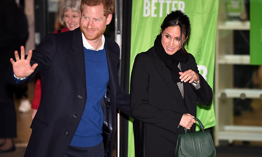 The prince and his gorgeous fiancée departed after their lovely visit to Cardiff Castle. Of course, the generous couple took time to say their farewells to their fans!