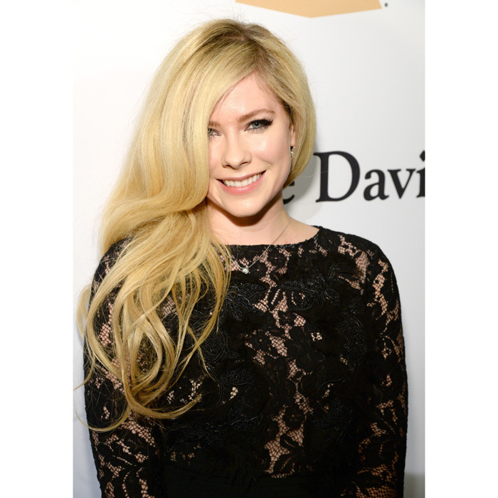 <h2>Avril Lavigne</h2>