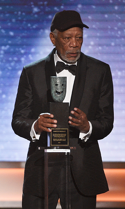 <h4>Morgan Freeman accepting the lifetime achievement award (and criticizing the statue!)</h4>