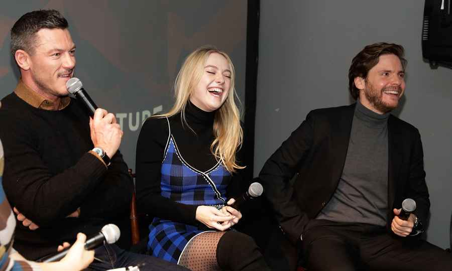 Luke Evans had <em>The Alienist</em> co-stars Dakota Fanning and Daniel Bruhl cracking up at the season premiere presented by New York Magazine, Vulture and TNT. 
