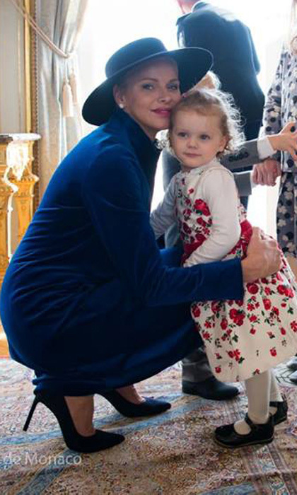 <p>Like mother, like daughter! The blonde beauties got close for a sweet mother-daughter picture taken inside the royal palace during Monaco's 2017 National Day celebrations.</p>