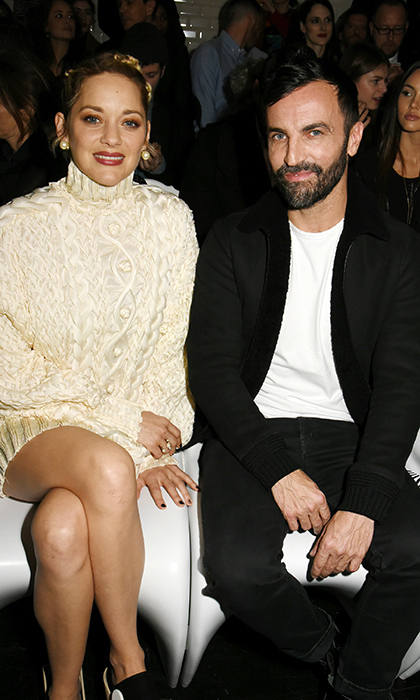 The elegant Marion Cotillard sat beside her French designer friend Nicolas Ghesquieres at one of the Paris Fashion Week shows. The actress looked super cozy in a gorgeous beige sweater.