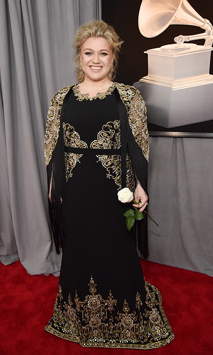 <p>Kelly Clarkson in Christian Siriano</p>