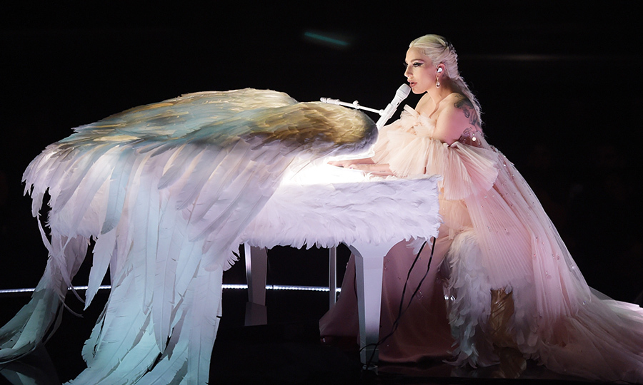 <h4>Lady Gaga's angelic performance</h4>