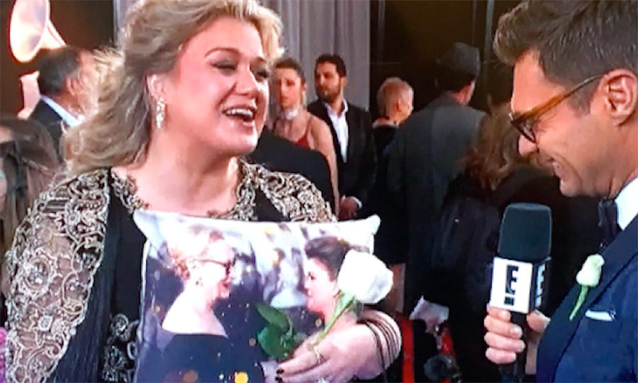 <h4>Kelly Clarkson's adorable present from Ryan Seacrest</h4>