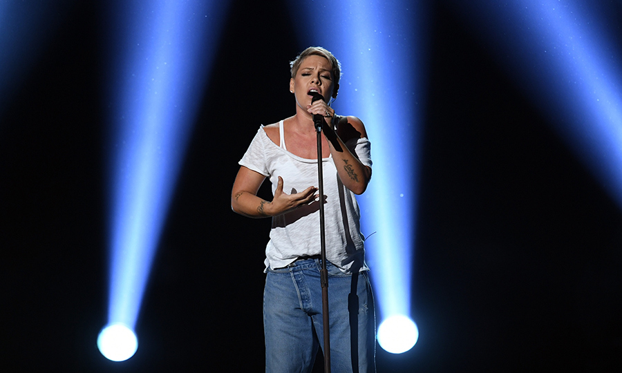 <h4>Pink's heartwarming pared-down performance</h4>