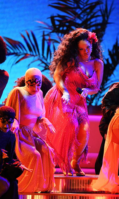 "<h4>Rihanna's sultry turn for ""Wild Thoughts""</h4>