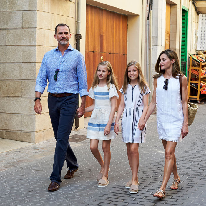 <p>During their summer trip to Mallorca, the sisters coordinated in stripes. Both girls wore their hair down and with an extreme part. They also opted for the same shoes on their August stroll.</p>