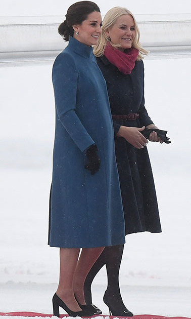 Kate looked as elegant as ever as she arrived in Oslo for the second part of her Nordic royal tour, dressed in a a funnel necked coat by Catherine Walker which covered her dress by Seraphine, accessorised with a black bag and formal high heel shoes. Crown Princess Mette-Marit of Norway looked equally as elegant in a black coat that cinched in at the waist with a belt, patent black heels and a pink scarf. 
