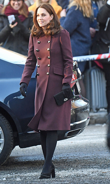 For the last day of their royal tour, Kate started the day in yet another chic ensemble, this time a double-breasted maroon coat by Dolce & Gabbana, black gloves, a Mulberry clutch and suede pumps.