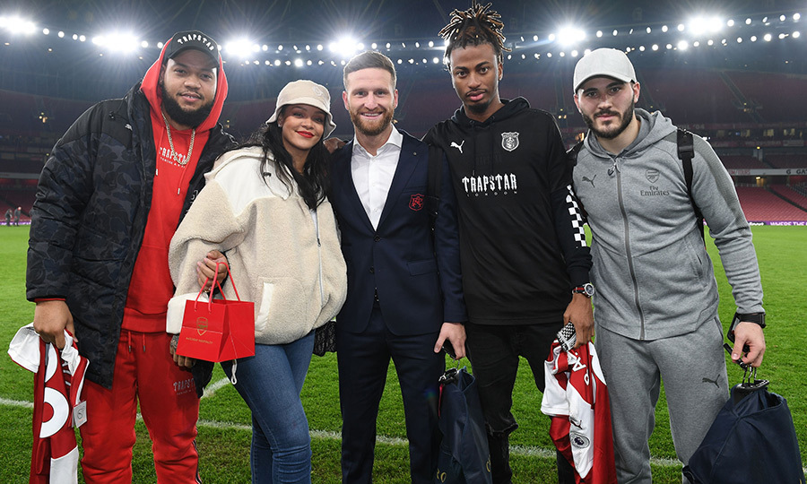 Rihanna is a big footie fan! The singer posed with some soccer players at the Emirates Stadium on Feb. 3.