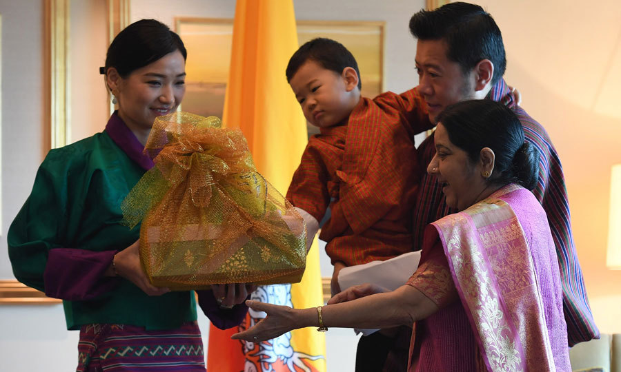 <p>What's in the basket?! A curious Prince Jigme checked out a gift that the Bhutan royal family received upon arrival in India from Indian Foreign Minister Sushma Swaraj. </p>