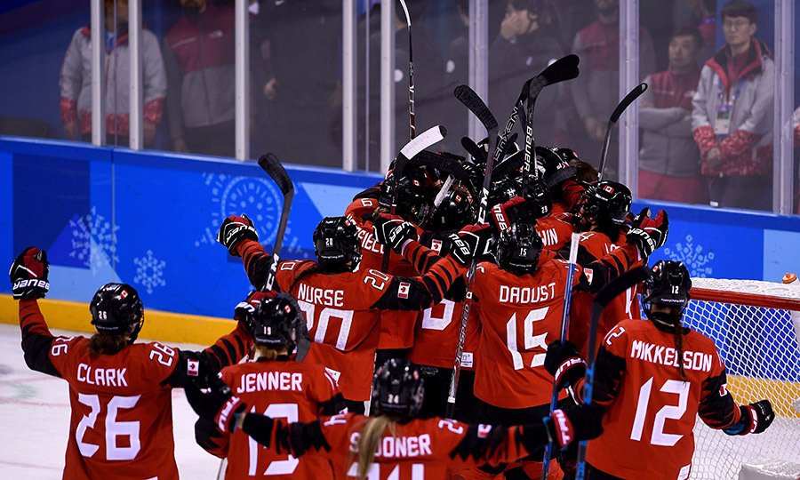 The Canadian women's hockey team celebrated their incredible 2-1 win against the American team!