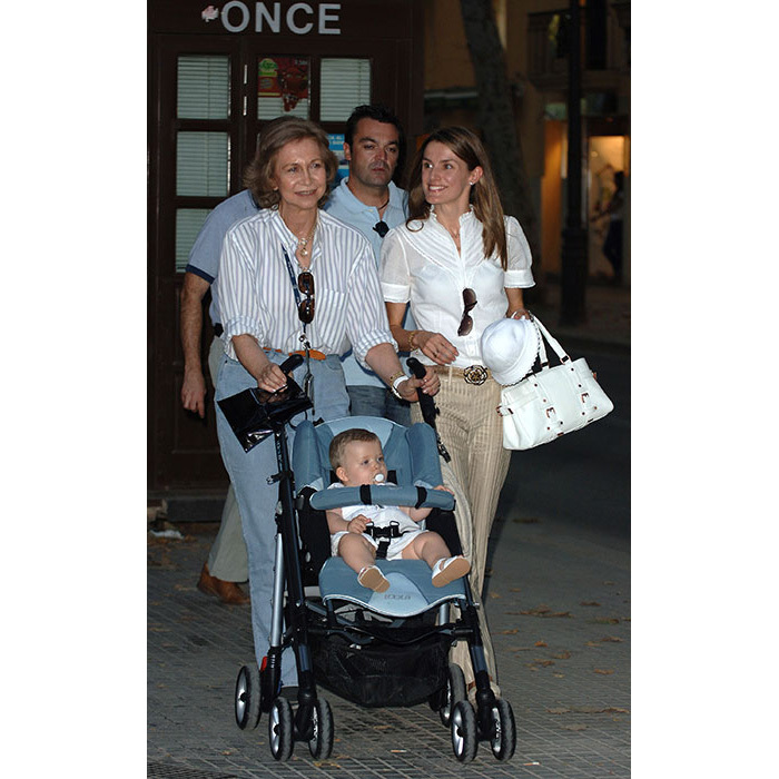 <p>The expert grandmother is again pictured with Queen Letizia and the newest member of their family.</p>
