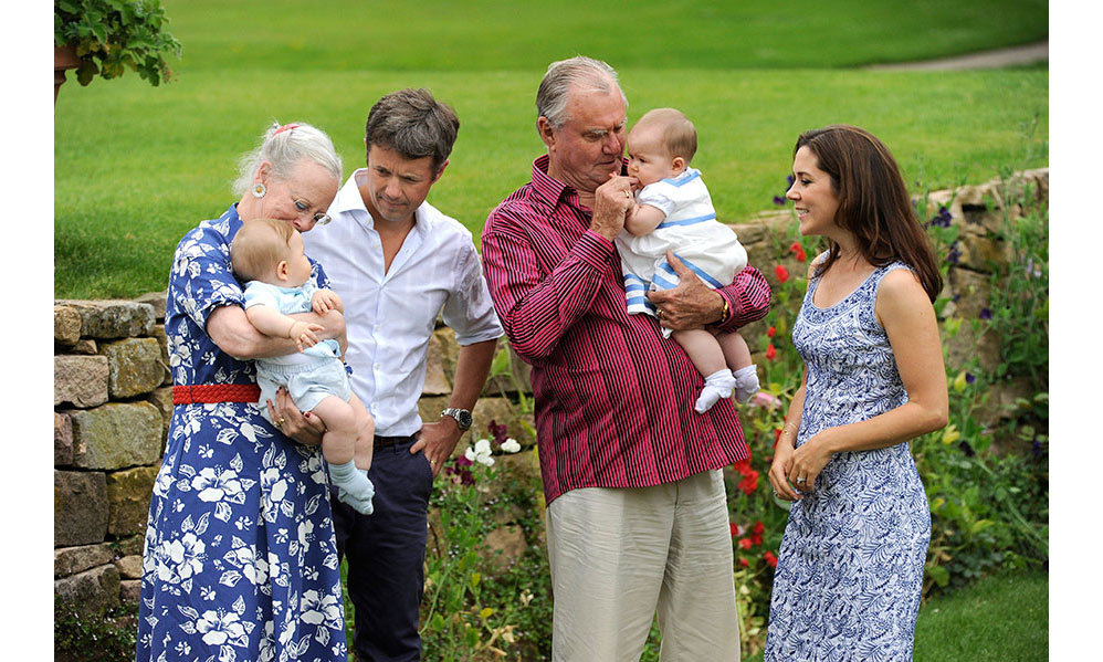 <p>Here, the late Prince is seen cuddling Princess Josephine, while his wife Queen Margrethe plays with Josephine's twin, Prince Vincent.</p>