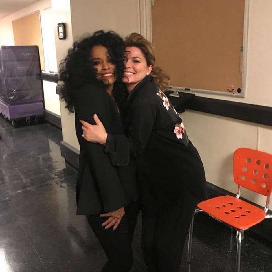 "Singing each others' praises! ""What an amazing show @DianaRoss put on "" said Shania Twain, posing backstage with the star at the Wynn Las Vegas in this cute Instagram snap."