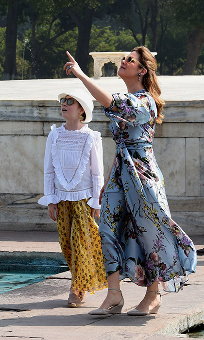 Sophie looked chic while keeping the heat at bay on the first day of the Trudeau family's visit to India, exploring the stunning grounds of the Taj Mahal wearing a Leinad Beaudet dress with Kim smiley jewels and Fellow earthling sunglasses. 