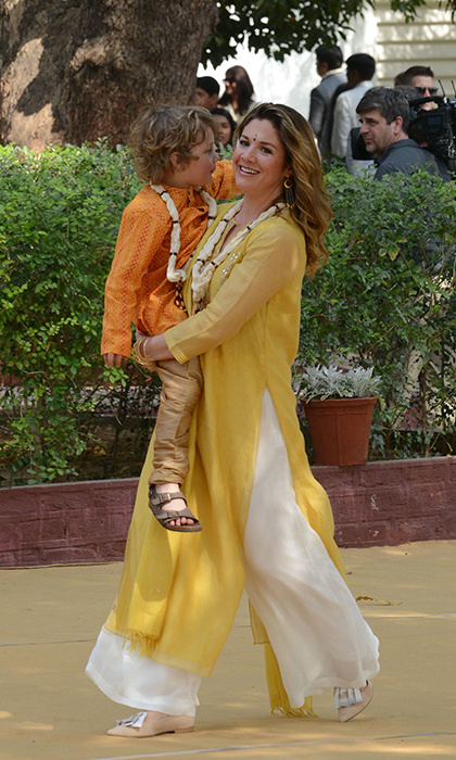 After arriving in India wearing a red ensemble by Canadian brand Aritzia, Sophie stunned in flowing traditional garments as she walked around the ashram with her youngest child. 