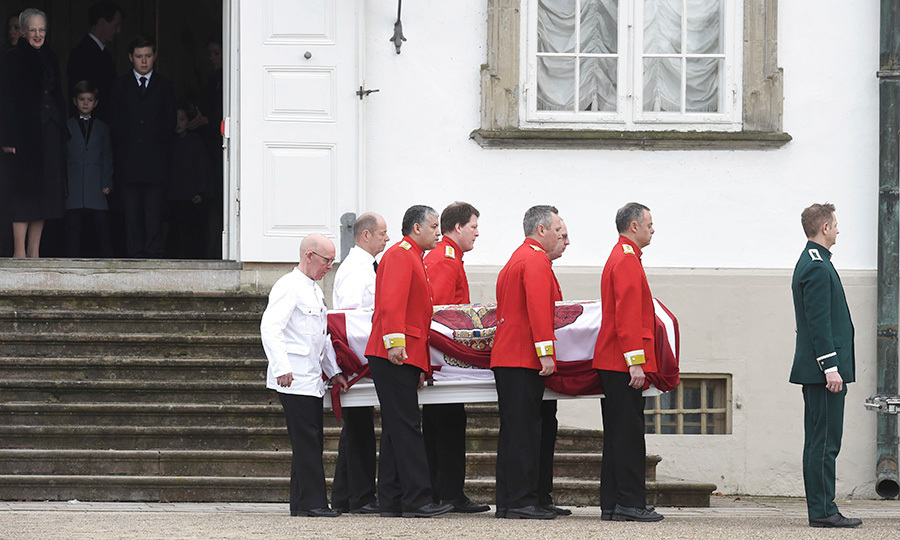 <p>The Queen stood with her grandchildren in the Palace doorway as Prince Henrik's casket was carried to be moved to Cophenhagen. </p>