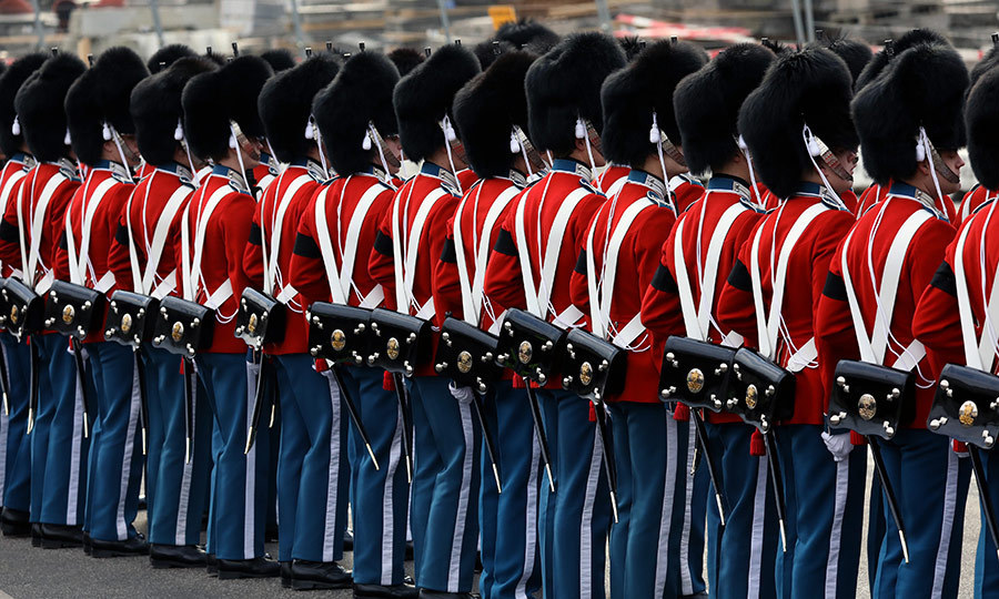 <p>Miltary troops in dress uniform stood at attention outside Christiansborg Palace Church on the occasion of HRH Prince Henrik's cremation service.</p>