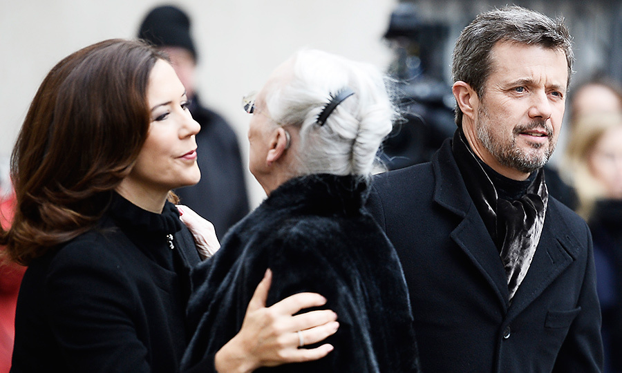 <p>Crown Princess Mary greeted her mother-in-law Queen Margrethe with a kiss as Her Majesty arrived at the church. </p>