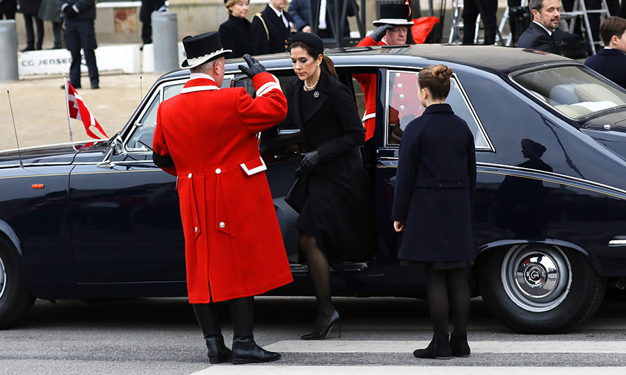 <p>The royals, including Crown Princess Mary had all arrived for the service in classic black limousines.</p>