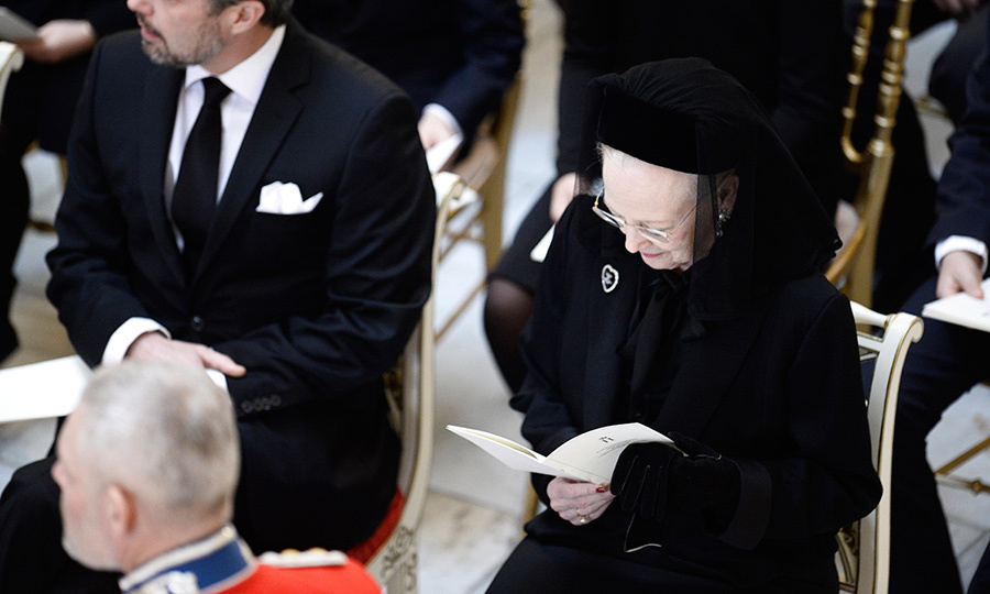 <p>Queen Margrethe, wearing a dark coat, brooch and hat with veil, seemed calm and serene surrounded by her family.</p>