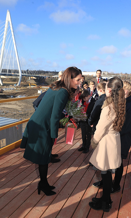 Kate greeted some children near the Northern Spire bridge before throwing on a hard hat and reflective vest to get a closer look.