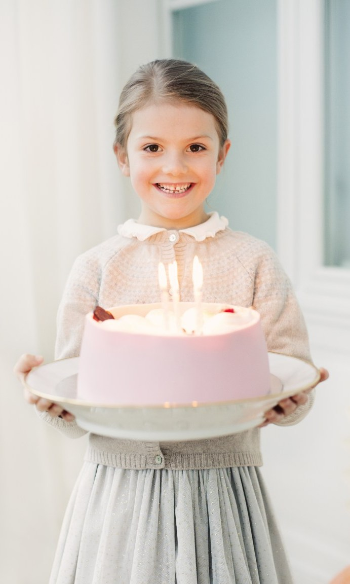Just a few days after her first cousin Princess Leonore turned four, Princess Estelle carried a cake with six candles to celebrate her big day on Feb. 23. Estelle wore a pale grey skirt and a precious pink cardigan sweater with a scalloped white collar.