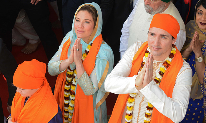On the fourth day of their week-long tour of India, the Trudeau family travelled to Amritsar to visit the Sikh Golden Temple. Following in local tradition, they were garlanded and offered prayers. 