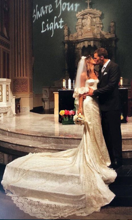 Gisele Bündchen rang in her nine-year wedding anniversary with Tom Brady by sharing the most stunning never-seen wedding photo. 