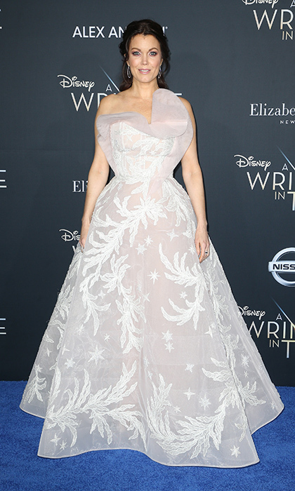 <p>Bellamy Young looked like a fairytale princess in a white Azzi & Osta Couture ball gown.</p>