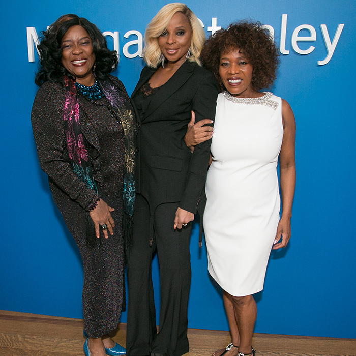 Loretta Devine, Mary J Blige and Alfre Woodard cozied up for an adorable photo at the Sistah's Soiree.