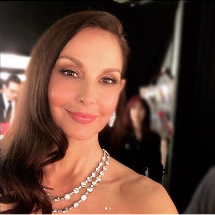 "<p>Actress and Time's Up activist Ashley Judd shared a selfie before taking the Oscars stage, captioning the photo ""Preparing to present at the #Oscars with @salmahayek and @iamannabellasciorra. #Oscars90 #TimesUp.""</p>