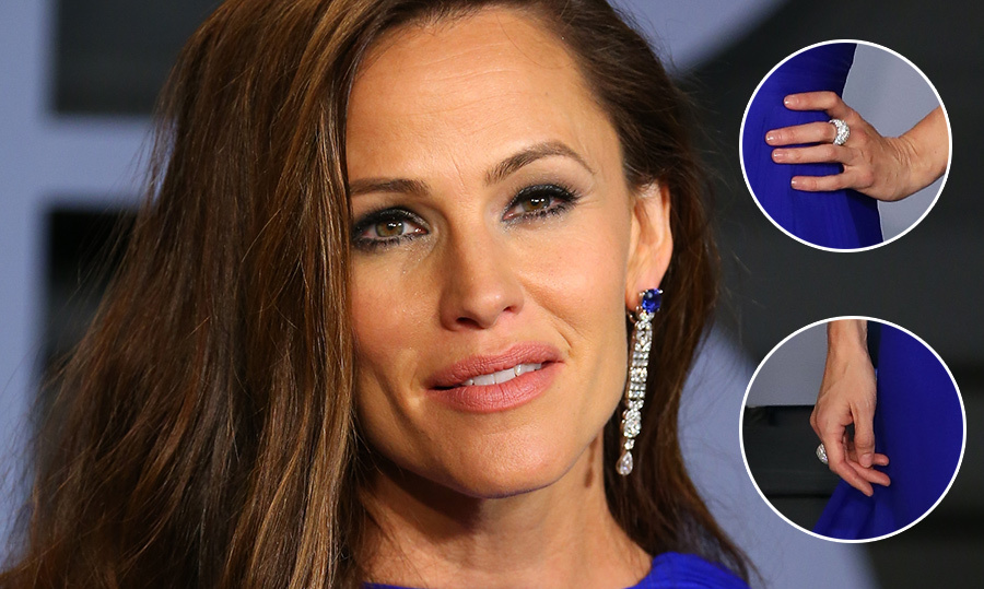 Jennifer Garner nailed the fashion game at the Oscars! With her relaxed waves and gorgeous bright-blue gown, we're certainly giving her stylist an A+. The actress went with Piaget to amp up her look, her jaw-dropping diamond-and-blue sapphire earrings ringing it at more than $600,000!