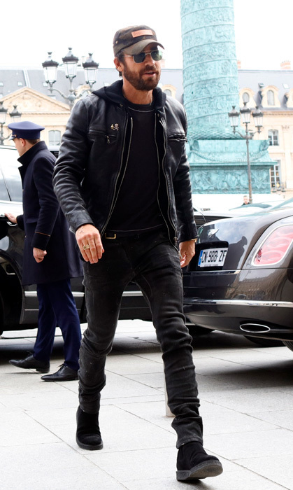 Newly single Justin Theroux, who announced his split from wife Jennifer Aniston in February, was spotted heading to his hotel in Paris on March 5. The actor looked characteristically cool sporting a black leather jacket, matching jeans and cap.