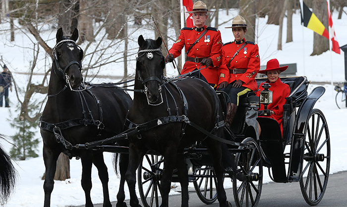 The royal couple enjoyed a horse-drawn carriage ride with the Canadian Mounted Police, with whom Queen Mathilde was perfectly coordinated in red!