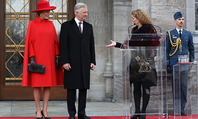 Governor General Julie Payette welcomed King Phillippe and Queen Mathilde to the country outside Ottawa's Rideau Hall. The Belgian royals were dressed to the nines in very Canadian attire! Her Majesty dazzled in a red caped coat and matching hat, while her husband looked dapper as ever in all black.