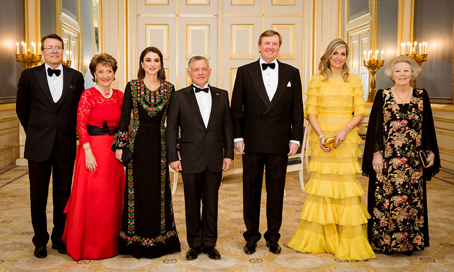 Prince Constantijn, Princess Margriet, Queen Rania, King Abdullah, King Willem-Alexander, Queen Maxima and Princess Beatrix posed for the official picture ahead dinner at Palace Noordeinde on March 20.