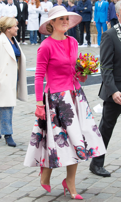 In another show-stopping floral look, Maxima didn't just show off the flowers in her hands, but on her skirt during <a href=/tags/0/king-willem-alexander><strong>King Willem-Alexander</strong></a>'s birthday celebration.
