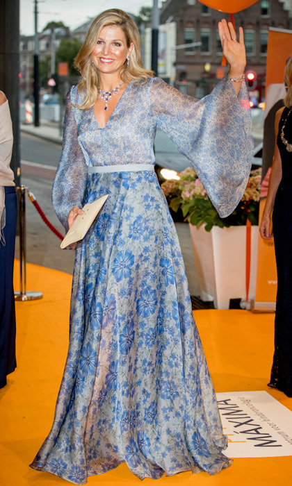 <p>Queen Máxima looked elegant in a blue dress during a benefit gala dinner for the Princess Máxima Center for children in Amsterdam.
