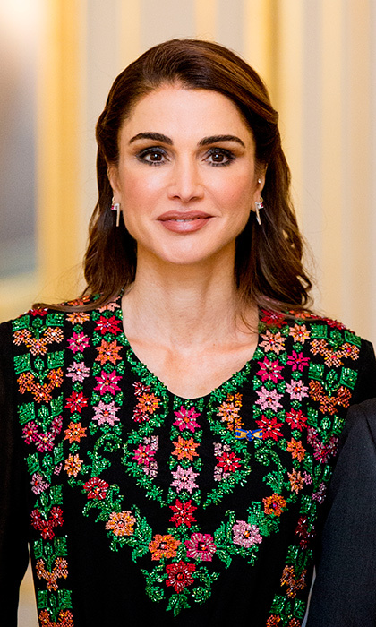 <p>Queen Rania looked absolutely breathtaking while posing for official photos with the Dutch Royal Family. She was with her husband, King Abdullah II, at the Palace Noordeinde on March 20 for an official state dinner.</p>